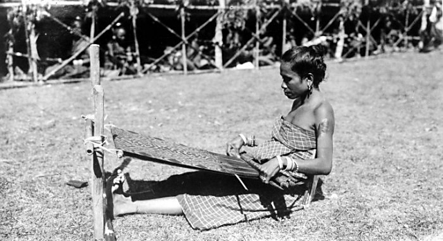 Timorese weaver, early 20th C.